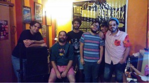 Los Petardos minutos antes de ensayar en The Beer Box, Aguadilla